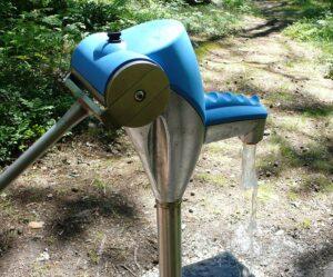 Nira vesikaivo pumppu